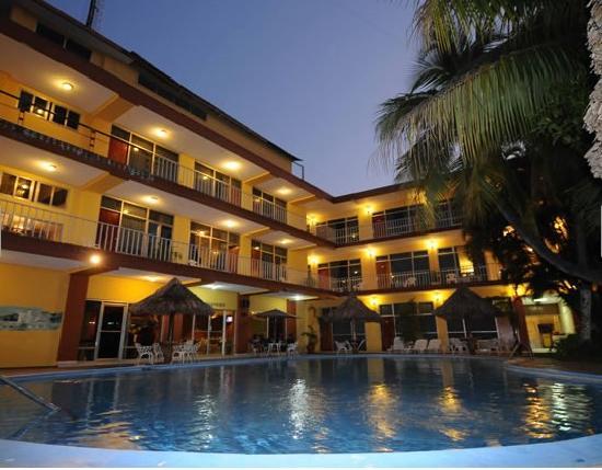 Hotel pool fotograf a de gran hotel paris la ceiba for Hoteles de diseno en paris