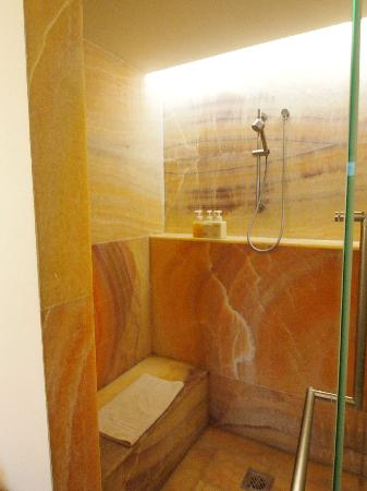 La Purificadora: The shower was walled with a beautiful translucent marble.