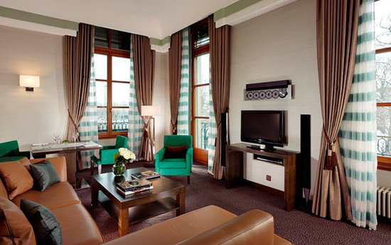 Hotel Metropole Geneve Deluxe Corner Suite Living Room With Views Over Jardin Anglais And Lake