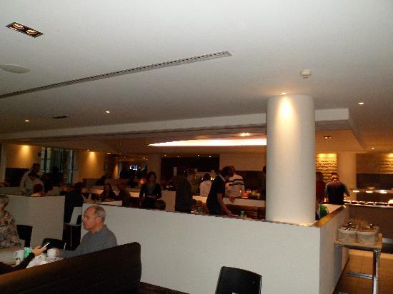 Novotel Brussels Centre: Un buen desayuno antes de salir.