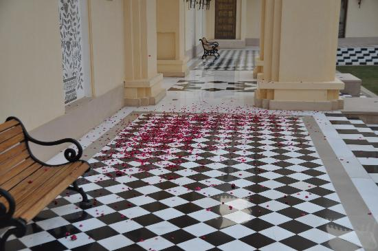 The Oberoi Rajvilas: Rose petal welcome, Udaipur.