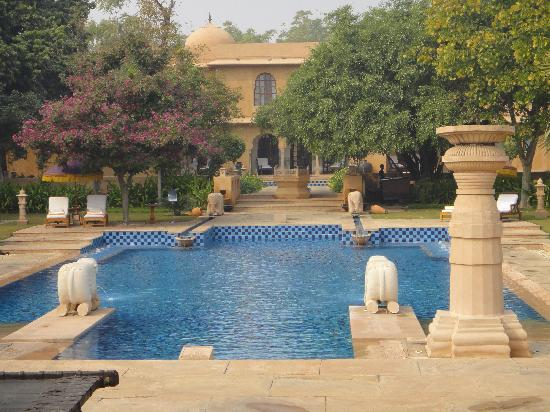 The Oberoi Rajvilas: Stunning pool - Jaipur.