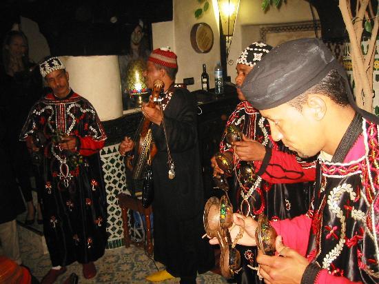 Riad Dar Najat: Gnawas musiciens in Dar Najat's Kitchen