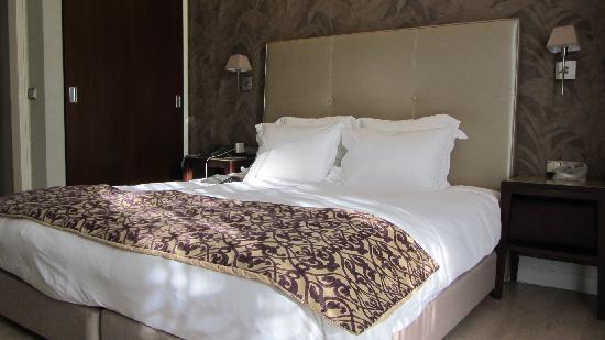 Y Hotel: Bed