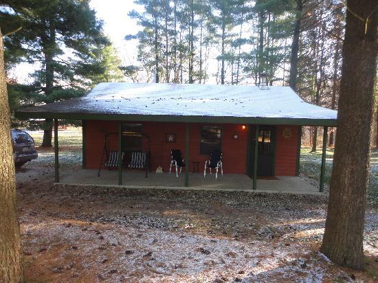 Kishauwau Country Cabins: The Cabin