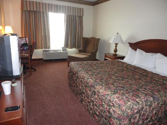 Country Inn & Suites By Carlson, Coralville: The room