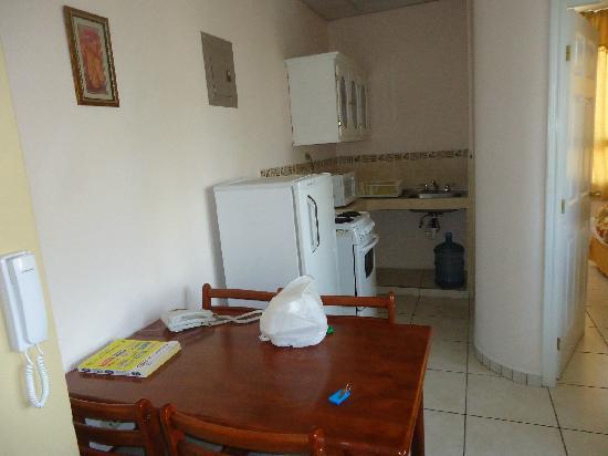 Aparthotel ROS: cocina y comedor