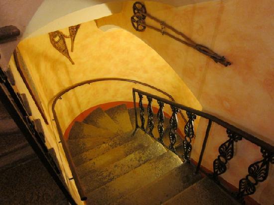 Hotel George : 古城のような階段