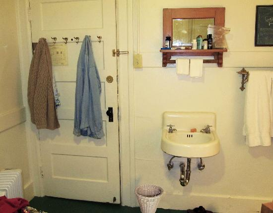 San Remo Hotel : choose a room with sink