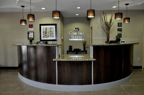 Comfort Suites: Front Desk area