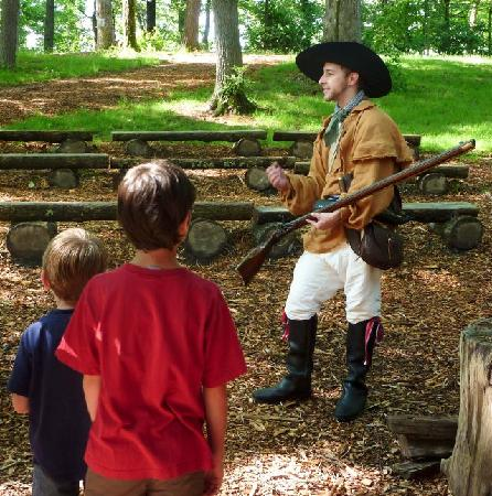 Hickory Ridge Living History Museum : Talking to visitors