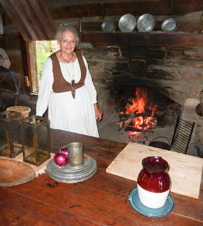 Hickory Ridge Living History Museum: Cooking a meal over the open fire