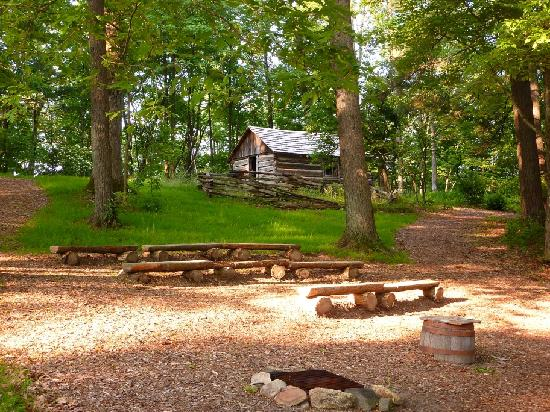 Hickory Ridge Living History Museum : The tavern at the top of the hill