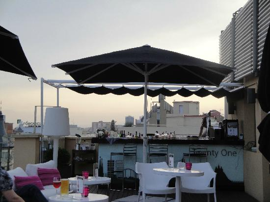 H10 Universitat Hotel: Bar Twenty-One on Roof top