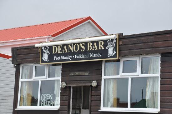 Deano's Bar : Outside Deano's Bar
