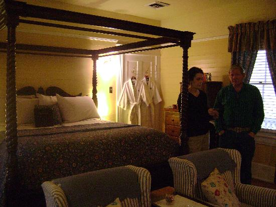 Mountain Rose Inn : Pride of Virginia room