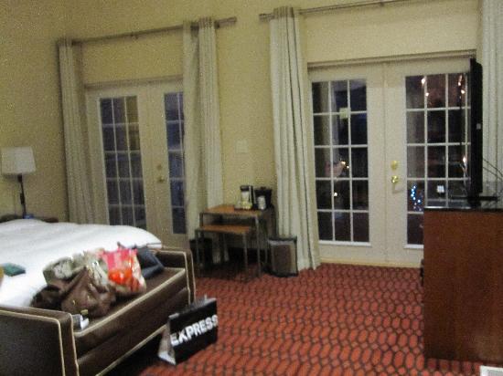 Fairfield Inn & Suites Baltimore Downtown/Inner Harbor: master bedroom