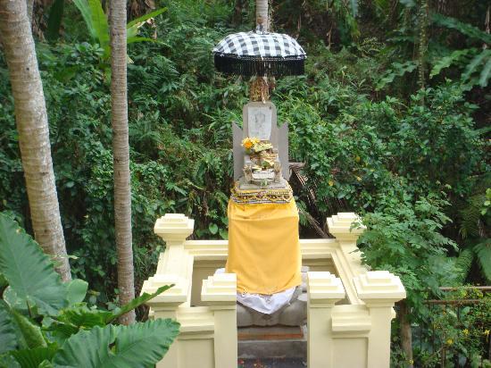 Komaneka at Rasa Sayang: temple at the hotel