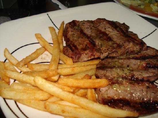 Alex Carne de Res : With fries