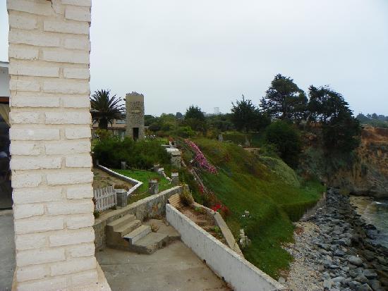 Panamericana Hotel Quintero : Cliff below