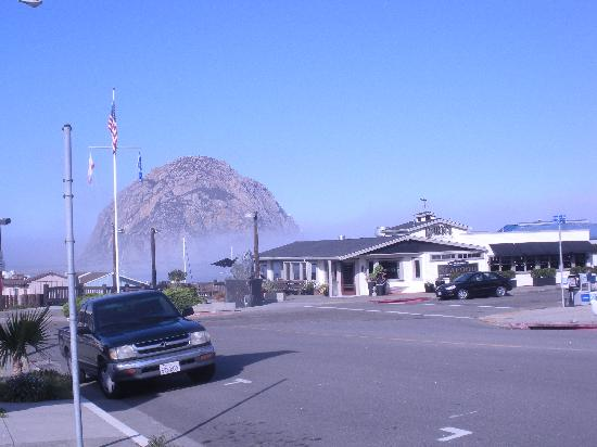 Breakers Motel: Morro Rock at wharf