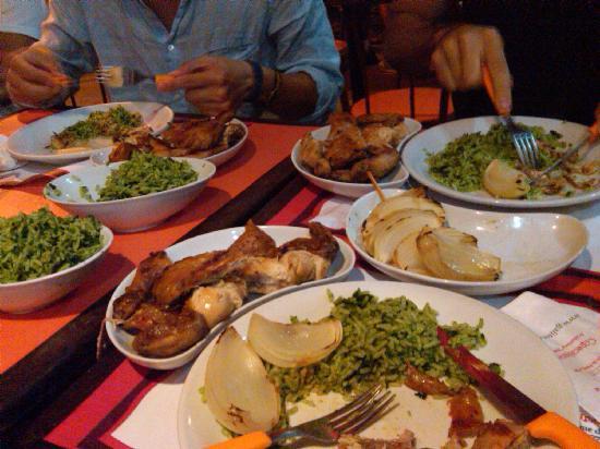Galitos Grill: galitos (grilled chicken), cebola (onion) and arroz de brócolis (broccoli rice)
