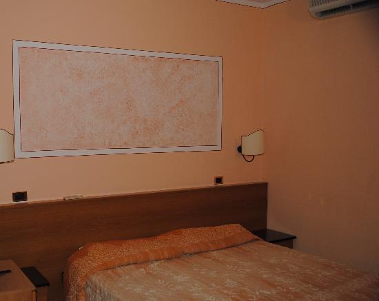 Monti Hotel: Camera