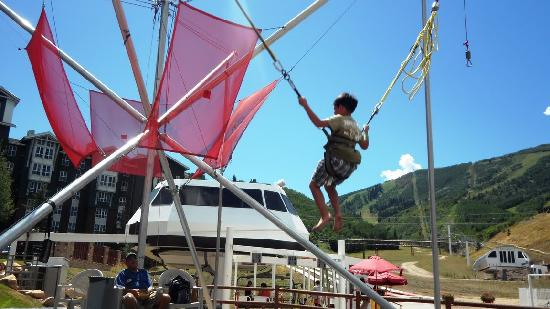 Hampton Inn and Suites Park City: My son loves to to trampoline jumping..!