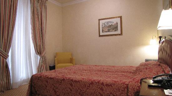 Colonna Palace Hotel: Habitación muy cómoda.