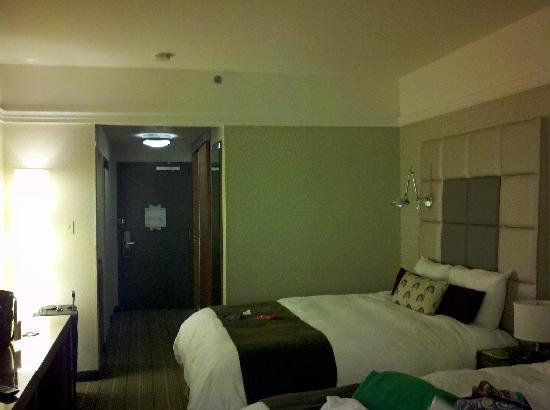 Hotel de l'Institut: Hotel room