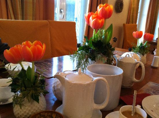 Ampervilla Hotel: Breakfast Table