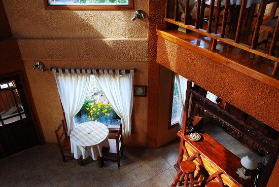 Hosteria Rukahue: comedor, entrada