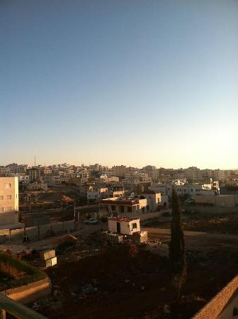 Mariam Hotel: Madaba at sunrise from our balcony