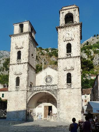 Kotor Bay Tours: Kirche in Kotor