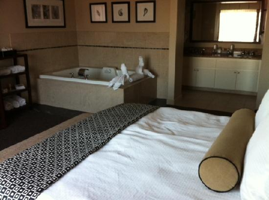Empress Hotel of La Jolla: jacuzzi suite