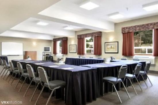 Stettler Canalta: Meeting Room