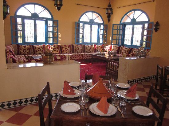 Amelkis, Marruecos: Salon and restaurant, Maison d'hotes Sahara