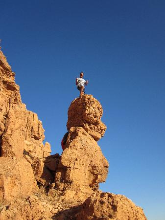 Amelkis, Marruecos: Hikers' Red Rocks behind Maison d'hotes Sahara