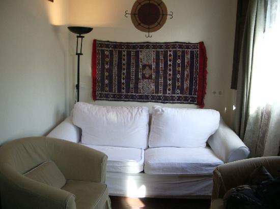 Apartamentos El Almez : Vista del Salón.