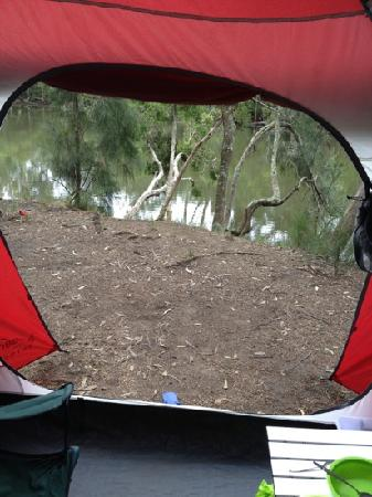 Jervis Bay Cabins: camping by the river.