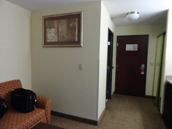 Comfort Suites: Room 320 Front Door
