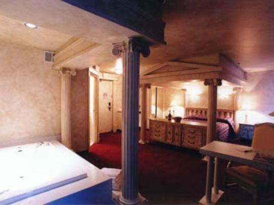Canad Inns Destination Centre Fort Garry: Roman Theme