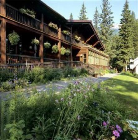 Emerald Lake Lodge : Exterior