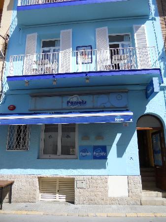 Parrots Sitges Hotel: front of Parrots Hotel