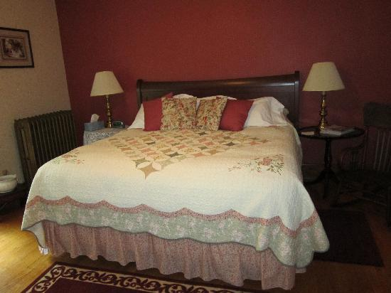 White Oak Inn Bed and Breakfast: Our room!