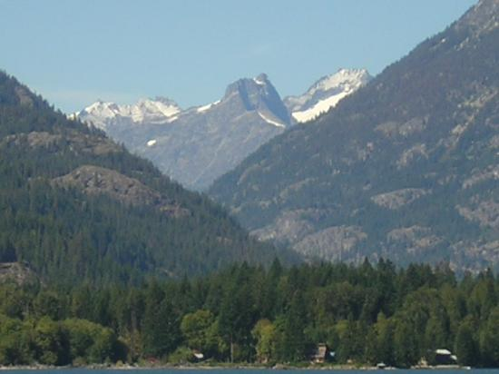 Stehekin Landing: Entering Stehekin by boat