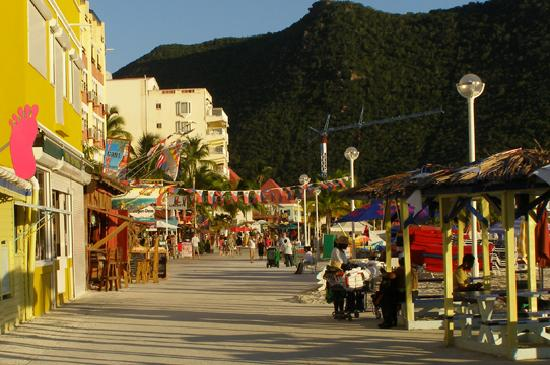 Cole Bay, St-Martin/St Maarten : Phillipsburg Boardwalk Shopping