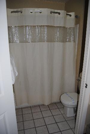 Days Inn Cedar City: Bathroom