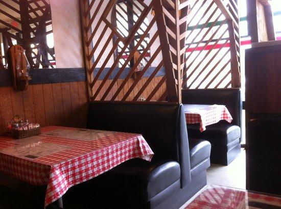 Abios Italian Restaurant & Pizzeria : Just a shot of the classic interior!