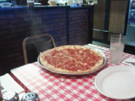 Abios Italian Restaurant & Pizzeria : My favorite!  Pepperoni and ham!